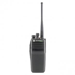 伊宁XIR P8200 手持双向对讲机